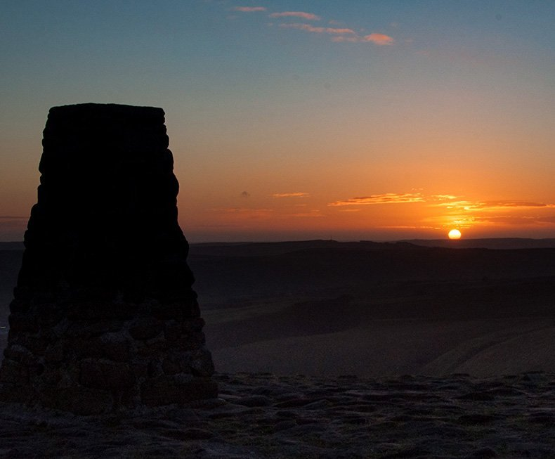 Winter sunset at Trigg Point in Peak District