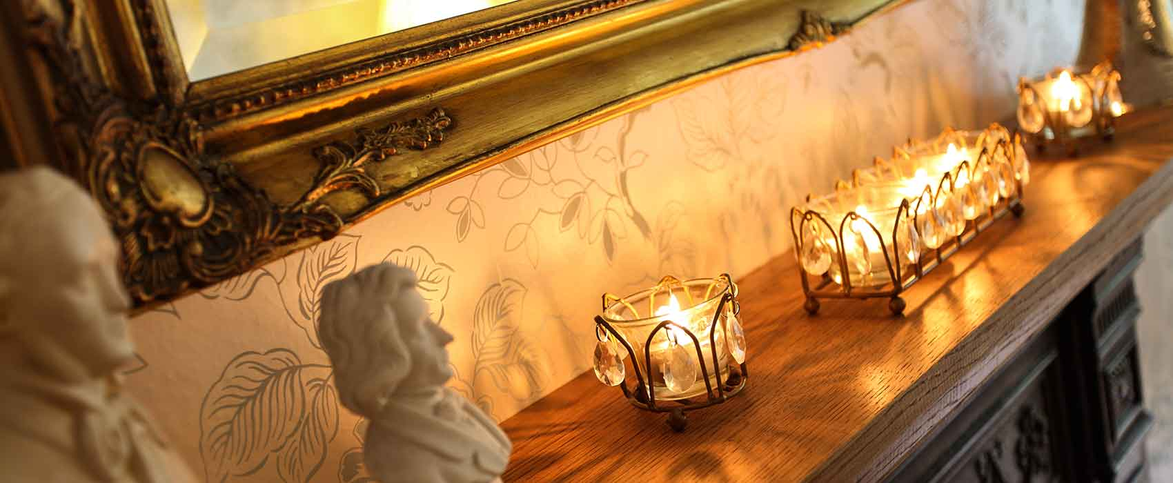 Dining room mantelpiece, light with tea lights
