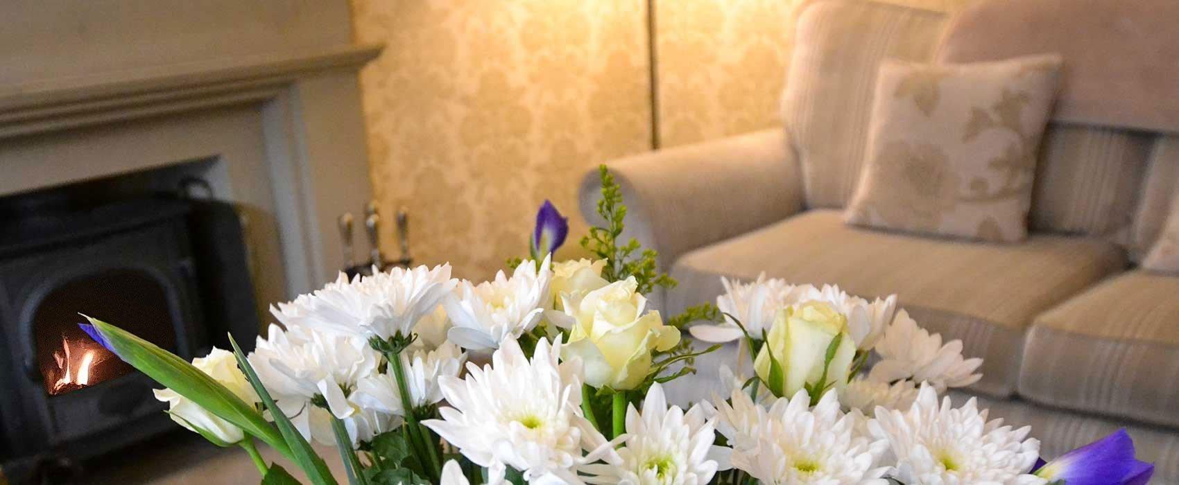 Sitting-room-flowers-fire