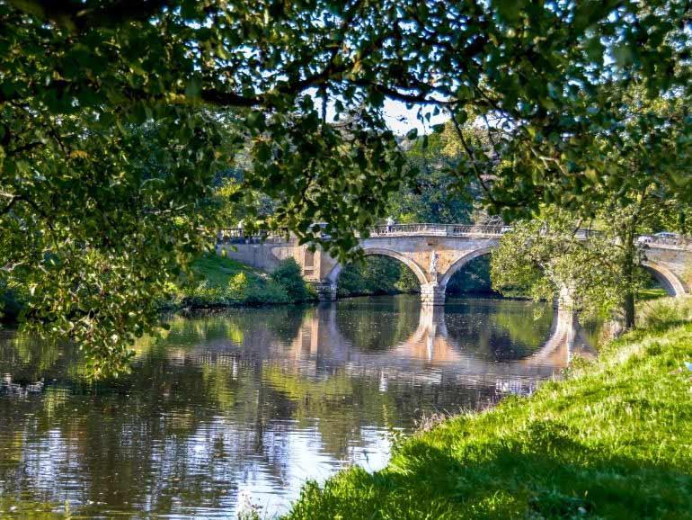 Chatstworth bridge and gardens
